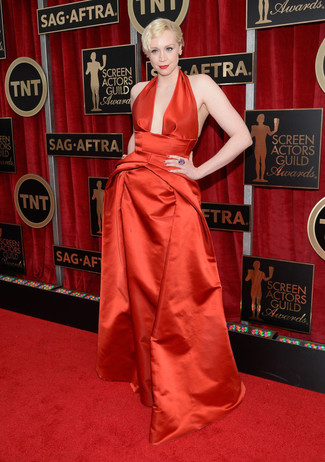 Vestido de noche de saten rojo pendientes amarillos anillo en violeta large 8014