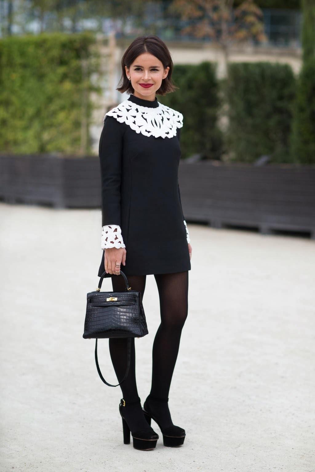 Como combinar un vestido negro con mallas