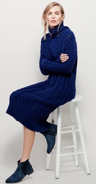 Cómo combinar: vestido jersey de punto azul marino, botines chelsea de ante negros