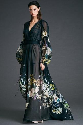 Cómo combinar: vestido largo de gasa con print de flores negro