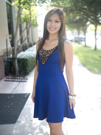 Adornos para un vestido azul