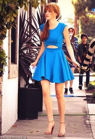 Vestido skater con recorte azul sandalias de tacon de cuero marron claro large 6132