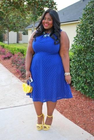 Cómo Combinar Un Vestido Azul Con Unas Sandalias De Tacón De