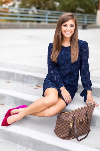 Cómo Combinar Un Vestido De Terciopelo Azul Marino Estilo