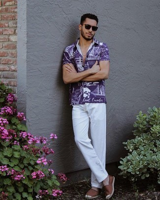 Short Sleeve Shirt Outfits For Men: Why not make a short sleeve shirt and white chinos your outfit choice? As well as super practical, both pieces look nice when paired together. For extra fashion points, complement your outfit with brown canvas espadrilles.