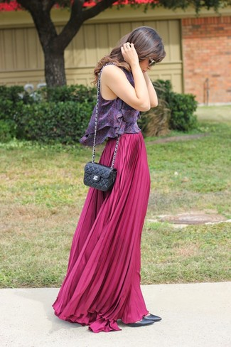 Hot Pink Maxi Skirt Outfits: For a look that's pared-down but can be modified in a multitude of different ways, make a violet paisley tank and a hot pink maxi skirt your outfit choice. Kick up your whole look by slipping into a pair of black leather pumps.