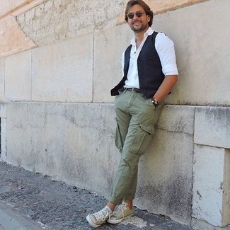 Belt Outfits For Men: If you're in search of a relaxed casual yet on-trend outfit, wear a navy waistcoat with a belt. When it comes to footwear, this look pairs wonderfully with olive canvas low top sneakers.