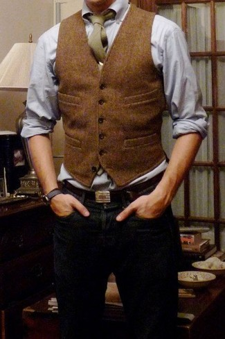 Consider teaming a brown wool waistcoat with navy blue jeans to ooze class and sophistication.