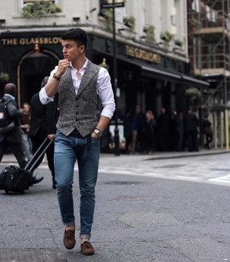500+ Warm Weather Outfits For Men: This is indisputable proof that a grey houndstooth waistcoat and a white long sleeve shirt look amazing when worn together in an elegant outfit for today's gentleman.