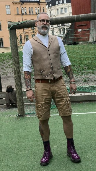 How to wear: tan wool waistcoat, white long sleeve shirt, tan shorts, dark purple leather casual boots