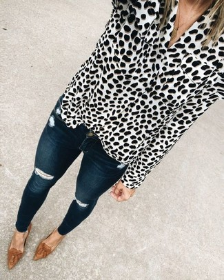 How to wear: white and black leopard button down blouse, navy ripped skinny jeans, brown leather tassel loafers, gold pendant