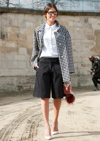How to wear: white and black gingham coat, white dress shirt, black bermuda shorts, white leather pumps