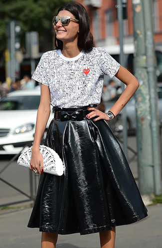 Silver Watch Outfits For Women: Who said you can't make a stylish statement with a relaxed casual outfit? That's easy in a white and black print crew-neck t-shirt and a silver watch.