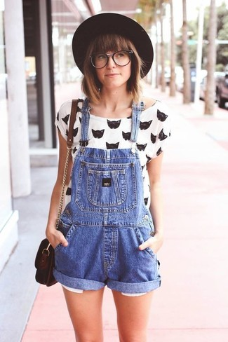 Black Wool Hat Relaxed Outfits For Women: Pair a white and black print crew-neck t-shirt with a black wool hat for a laid-back take on day-to-day wear.