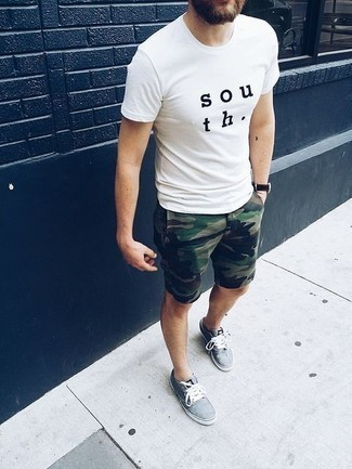 How to Wear a White and Black Print Crew-neck T-shirt For Men: A white and black print crew-neck t-shirt looks so nice when paired with olive camouflage shorts. Light blue canvas low top sneakers will add a strong and masculine feel to any look.