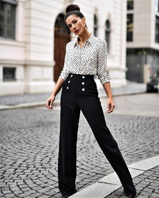 How to Wear Black Wide Leg Pants: This combo of a white and black print dress shirt and black wide leg pants is truly eye-catching, but it's also extremely easy to throw together. If you're puzzled as to how to finish off, introduce a pair of black leather pumps to this outfit.