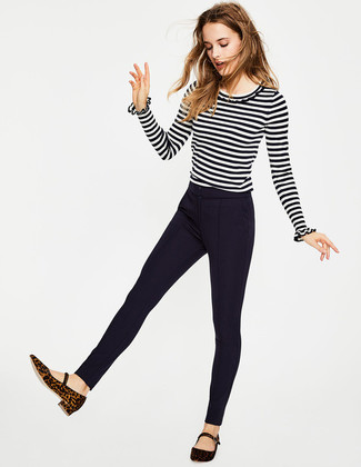 Let everyone know that you know a thing or two about style in a white and black horizontal striped crew-neck sweater and navy skinny pants. Break up your outfit with more casual footwear, such as this pair of dark brown leopard suede ballerina shoes. Seeing as autumn is taking over, this look appears a good idea for the transitional season.