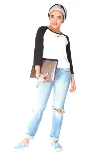 How to wear: white and black long sleeve t-shirt, light blue ripped boyfriend jeans, blue leather slip-on sneakers, brown snake leather clutch
