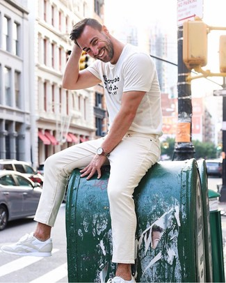 How to Wear Beige Skinny Jeans For Men: A white and black print crew-neck t-shirt and beige skinny jeans are an easy way to inject some cool into your current casual fashion mix. You can get a little creative on the shoe front and add white leather low top sneakers to your outfit.