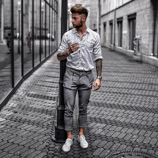 How to wear: white and black print long sleeve shirt, grey chinos, grey leather low top sneakers