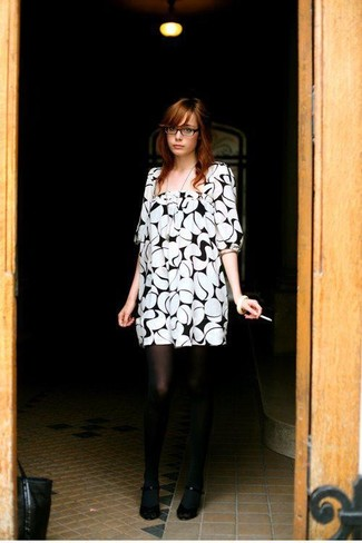 White and black print shift dress black pumps black tights large 390