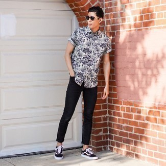 Dark Brown Sunglasses Outfits For Men: For relaxed dressing with a contemporary take, go for a white and black floral short sleeve shirt and dark brown sunglasses. Finishing off with a pair of black and white canvas low top sneakers is a fail-safe way to bring an extra dimension to this outfit.