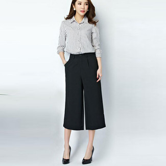 A monochrome vertical striped button-front shirt and black culottes is a great combination worth integrating into your wardrobe. Black leather pumps will instantly smarten up even the laziest of looks.