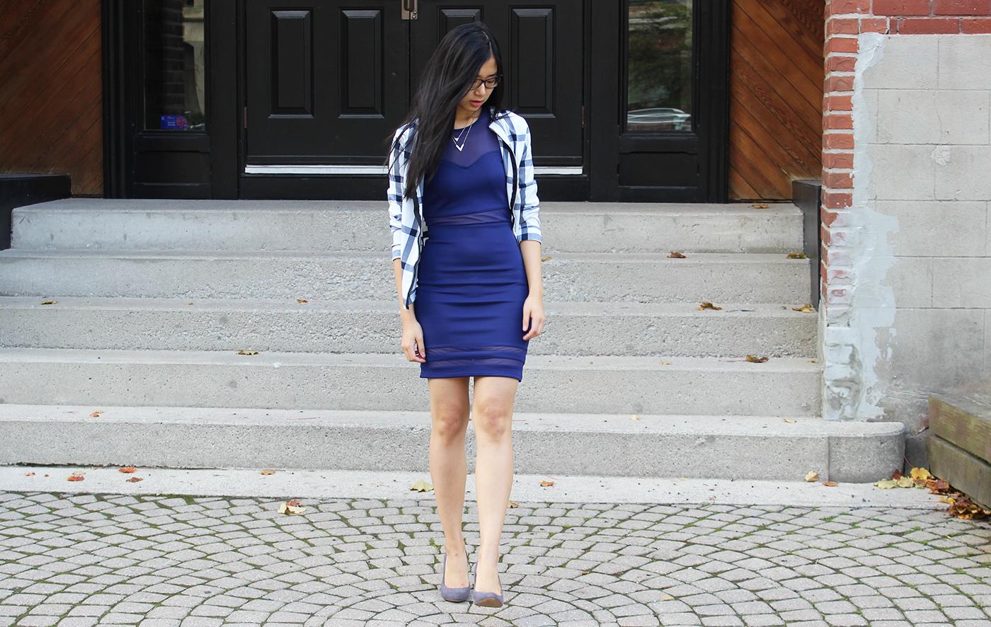 Blaues kleid mit jacke