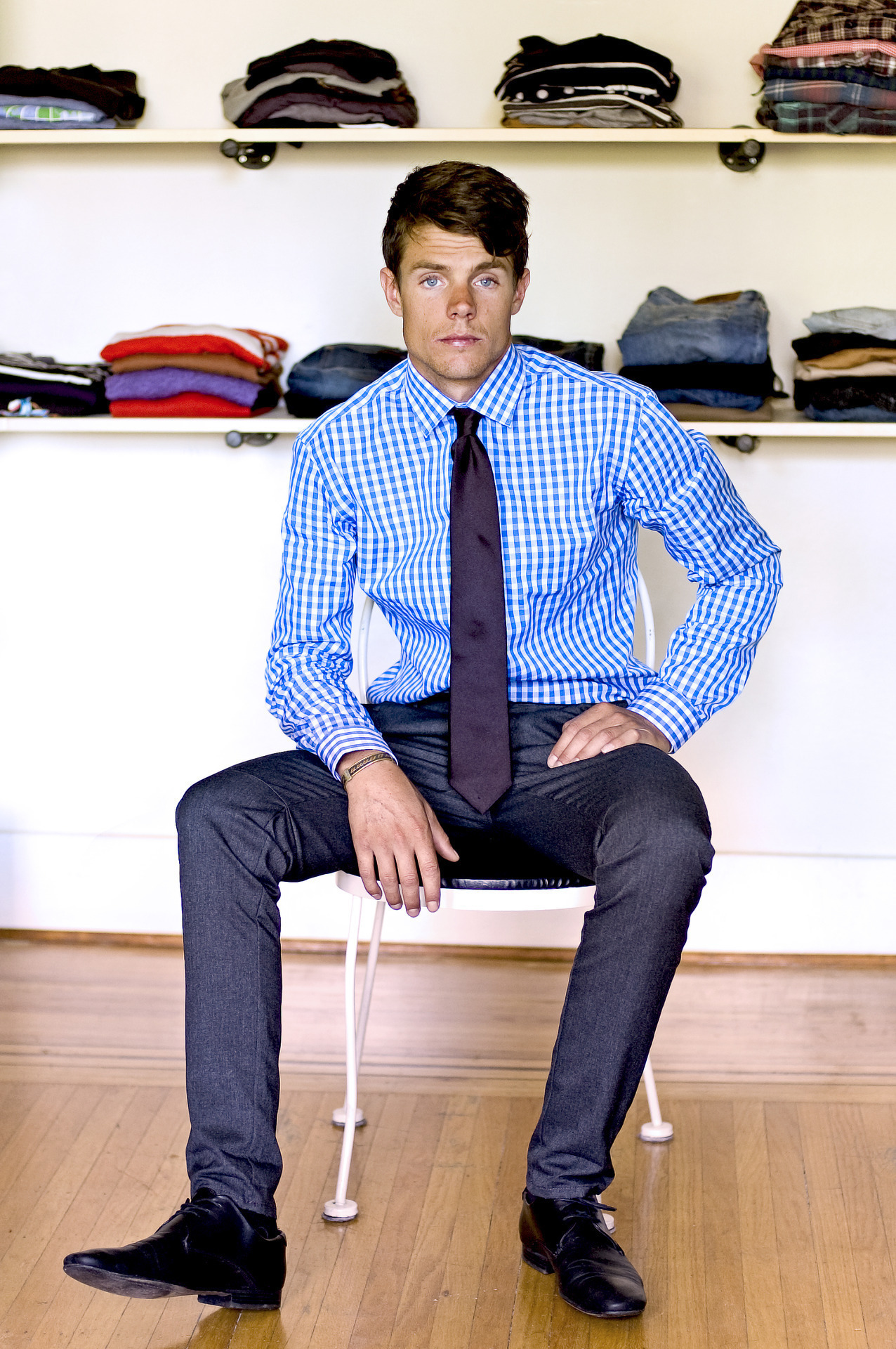 What color shoes to wear with grey pants and blue shirt for Blue dress shirt outfit