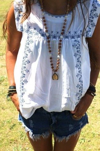 How to wear: white and blue embroidered peasant blouse, blue ripped denim shorts, brown pendant, dark green bracelet