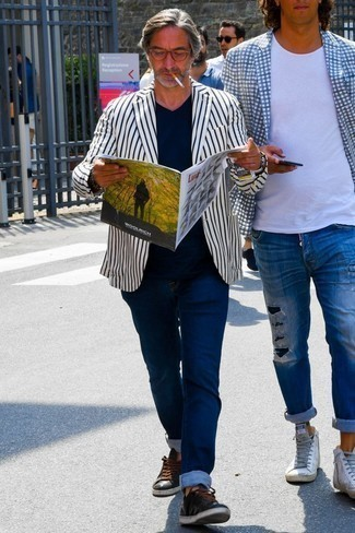 How to Wear a White Vertical Striped Blazer For Men: A white vertical striped blazer and navy jeans? It's an easy-to-style ensemble that anyone can wear on a day-to-day basis. Add black leather low top sneakers to your outfit to keep the ensemble fresh.