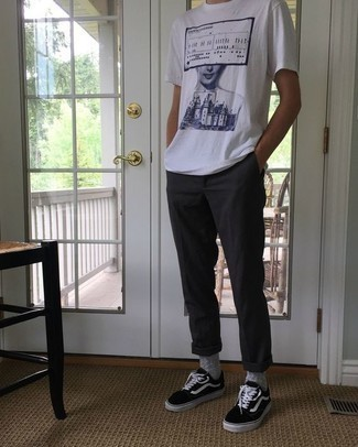 How to Wear a White and Navy Print Crew-neck T-shirt For Men: This combo of a white and navy print crew-neck t-shirt and charcoal chinos is ideal for off-duty days. Introduce a pair of black and white canvas low top sneakers to this getup et voila, this ensemble is complete.