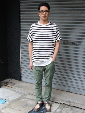 How to Wear Dark Green Cargo Pants: This off-duty combination of a white and navy horizontal striped crew-neck t-shirt and dark green cargo pants is extremely versatile and really up for whatever's on your errand list today. Make a bit more effort now and complement this ensemble with a pair of burgundy leather desert boots.