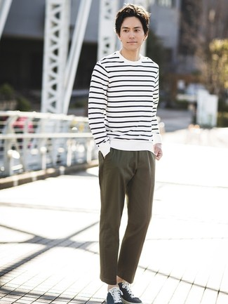 How to wear: white and navy horizontal striped crew-neck sweater, olive chinos, navy canvas low top sneakers