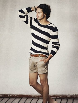 How to wear: white and navy horizontal striped crew-neck sweater, tan shorts, brown leather belt
