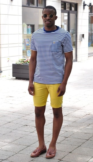 Dress in a white and navy horizontal striped crew-neck t-shirt and yellow shorts to be both casual and cool. Lift up your look with Brooks Brothers Textured Tassel Loafers. So if it's a warm weather afternoon and you want to look dapper without putting in too much work, this ensemble will do the job in next to no time.