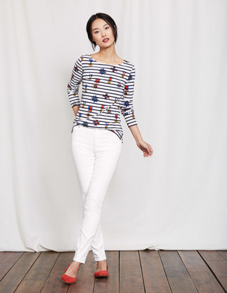 How to wear: white and navy horizontal striped long sleeve t-shirt, white skinny jeans, red suede ballerina shoes