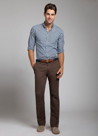 This combination of a white and navy gingham long sleeve shirt and dark brown chino pants is put together and yet it looks relaxed and apt for anything. For footwear, go down the classic route with brown suede desert boots. As warmer days set in, it's time for summery outfits like this one.