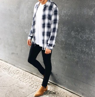 How to Wear Tan Suede Chelsea Boots In Warm Weather For Men: Show your easy-going side by opting for a white and navy plaid long sleeve shirt and black skinny jeans. Tan suede chelsea boots will effortlesslly dress up even the most basic of ensembles.