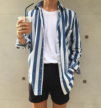 How to wear: white and navy vertical striped long sleeve shirt, white crew-neck t-shirt, black shorts