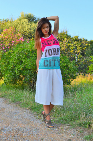 How to wear: white and pink print tank, white culottes, dark green leather heeled sandals