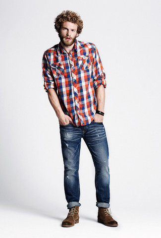 If you want to look cool and remain cosy, choose a white and red and navy gingham long sleeve shirt and navy ripped skinny jeans. Bring instant glamour to your look with brown suede casual boots. So when summer is done and fall is in the air, this outfit is likely to become your go-to.