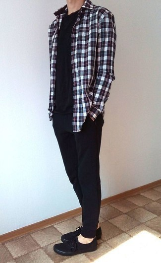 How to Wear Black Sweatpants In Summer For Men: A white and red and navy plaid long sleeve shirt and black sweatpants are a great outfit to keep in your wardrobe. When it comes to footwear, go for something on the more elegant end of the spectrum with black canvas low top sneakers. As this ensemble suggests, you can't think of a better option for warm weather.