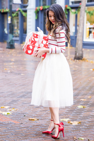 For an on-trend look without the need to sacrifice on practicality, we love this combination of a white and red horizontal striped long sleeve t-shirt and a white tulle full skirt. And it's a wonder what a pair of red satin pumps can do for the look. So as you can see here, it's a knockout, not to mention spring-friendly, look to keep in your seasonal rotation.