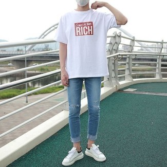 How to wear: white and red print crew-neck t-shirt, blue ripped skinny jeans, white leather low top sneakers