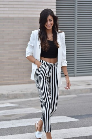 This pairing of a black cropped top and white and black vertical striped wide leg pants is clean, chic and super easy to imitate! Choose a pair of white espadrilles for a more relaxed aesthetic. A kick-ass combo like this one is just what you need on a baking hot summertime afternoon.