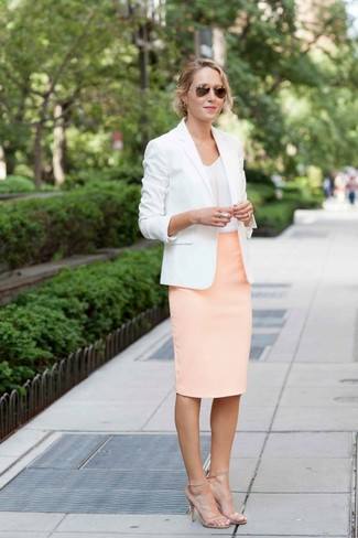 This combo of a white blazer and a pink pencil skirt exudes comfort and practicality and allows you to keep it clean yet contemporary. Beige leather heeled sandals are a good choice to complement the look. As you know, the key to getting through the hottest time of year is sporting cool getups like this one.