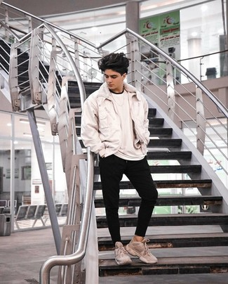 How to wear: white bomber jacket, white crew-neck t-shirt, black sweatpants, beige athletic shoes
