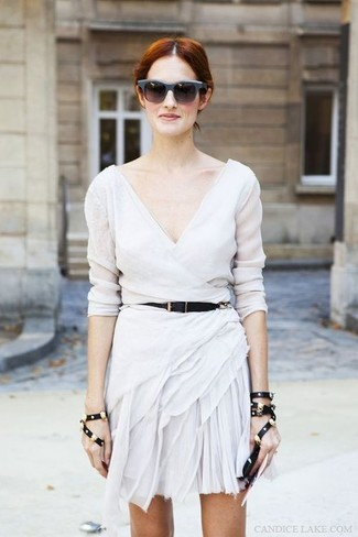 Dress in a white casual dress and charcoal sunglasses for a trendy and easy going look. Seeing as it's super hot outside, this combo is great and entirely summer-friendly.