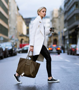 How to wear: white coat, black skinny pants, black and white canvas low top sneakers, olive leather tote bag